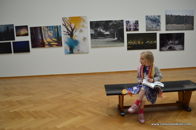 Child in art gallery