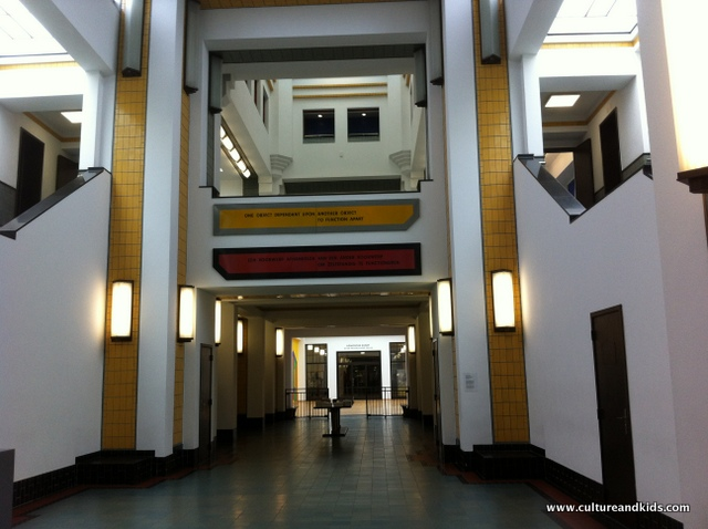 Entrance Gemeente Museum
